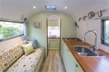 Gorgeous Globetrotter - renovated 1962 Airstream