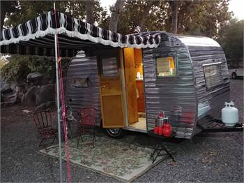 """1952 Pleasurecraft """"canned ham"""" style Restored and self contained"""