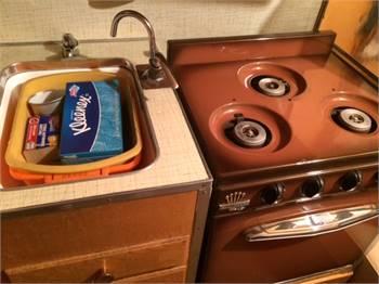 Propane stove and Matching Ice Box